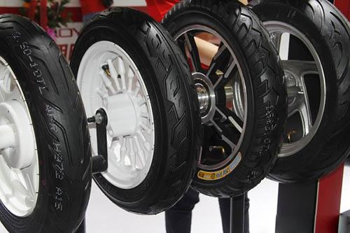 轮胎企业亮相电动车展一决雌雄