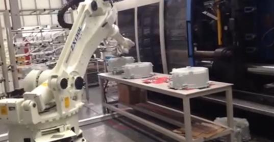 机器人让塑料生产线更高效!