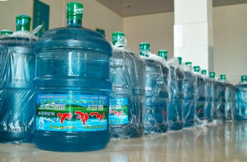 桶装纯净水塑料味大 厂家表示其饮水机有问题